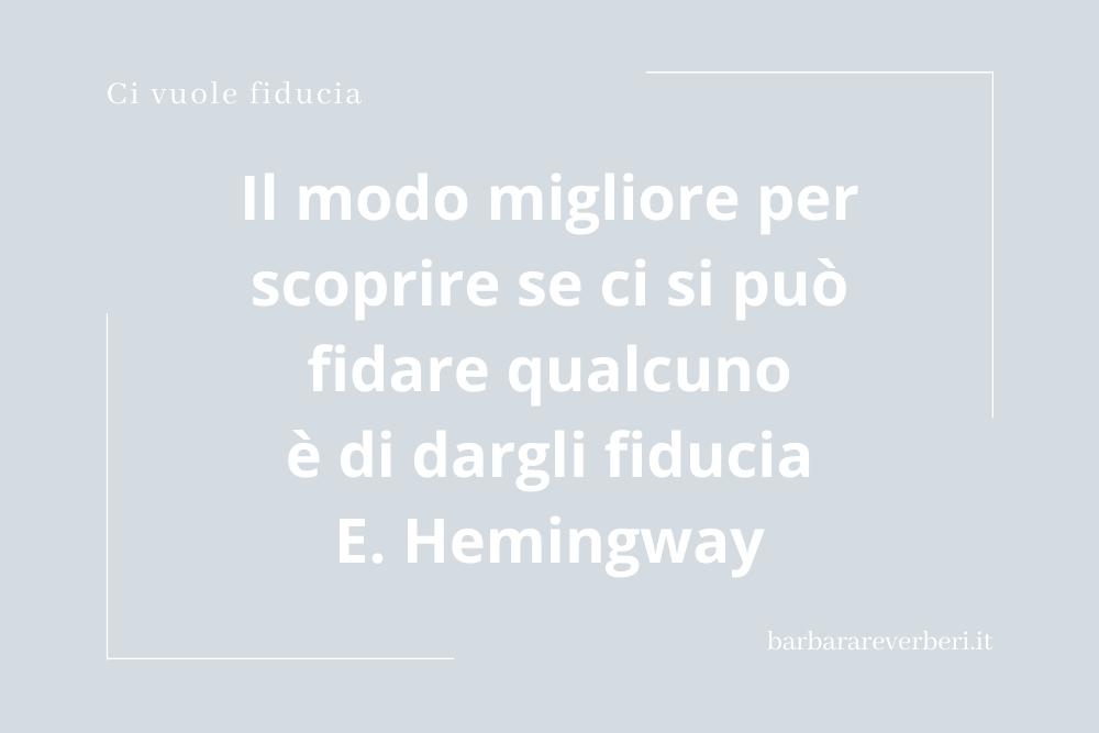 Slide con citazione di Ernest Hemingway sulla fiducia