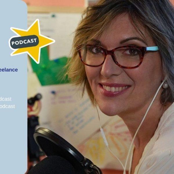 Barbara Reverberi mentre registra un podcast